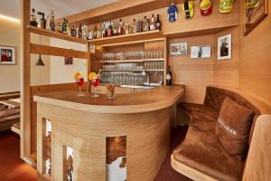 The lounge or bar area at Garni Reutlingen