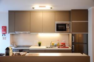 A kitchen or kitchenette at PortoShelter
