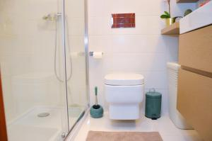 A bathroom at PortoShelter