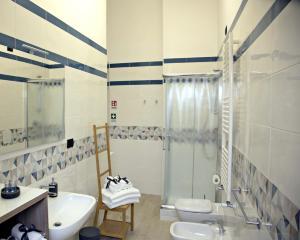 A bathroom at Gemini Suite