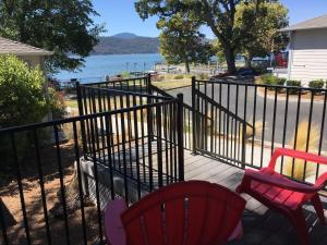 A balcony or terrace at Clear Lake Cottages & Marina