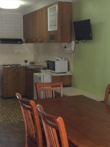 A kitchen or kitchenette at Tumut Valley Motel