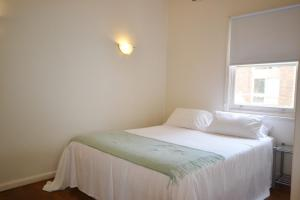 A bed or beds in a room at Breakers 3 2 Hill Street