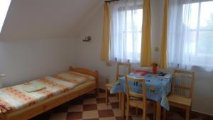 Кровать или кровати в номере Pension Camp Prager
