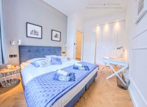 A bed or beds in a room at Family Luxury Wonder Heaven Apartment, 50m od M Cassino, parking na pilota, 2 apartamenty