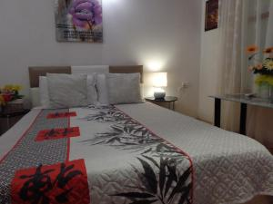 A bed or beds in a room at Zoya Apartment