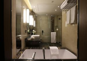 A bathroom at Lancaster Plaza Beirut