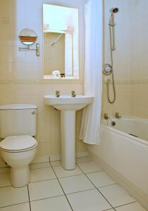 A bathroom at Best Western Preston Garstang Country Hotel and Golf Club