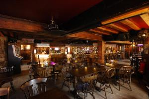 A restaurant or other place to eat at The Longboat Inn