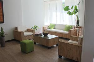 Uma área de estar em Hospedaje Solymar Sarie Bay