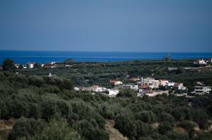Een luchtfoto van Villa Mikhail
