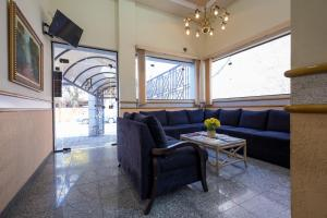 A seating area at Requint Hotel