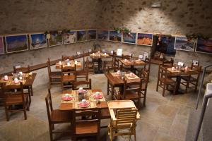 A restaurant or other place to eat at Il Seicento