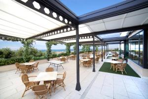 A restaurant or other place to eat at Best Western Villa Maria Hotel