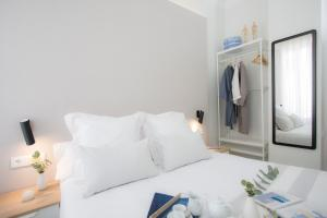 A bed or beds in a room at SingularStays Parque Central