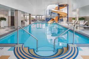 The swimming pool at or near Sheraton Suites Calgary Eau Claire