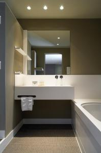 A bathroom at Kasteel Gravenhof