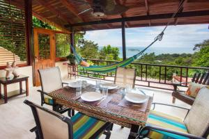 A restaurant or other place to eat at Hotel Villas Nicolas - Adults Only