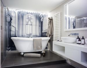 Un baño de Hotel Stein - Adults Only