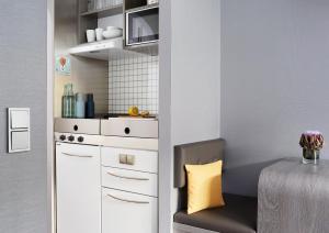 A kitchen or kitchenette at Living Hotel Nürnberg