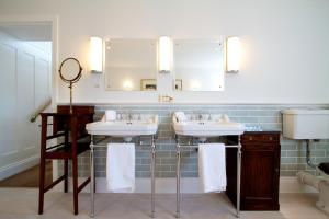 A bathroom at The Seaside Boarding House