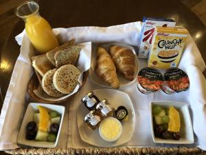 Breakfast options available to guests at Cranleigh
