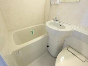 A bathroom at APA Hotel Akita-Senshukoen