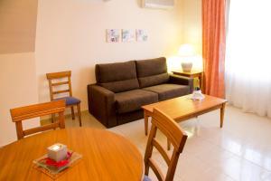 A seating area at Aparthotel Bahia Pinosol