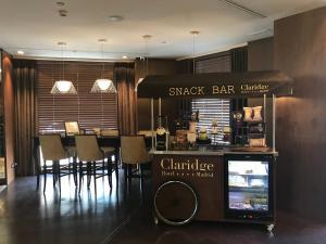 The lounge or bar area at Claridge Madrid