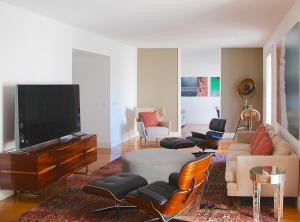 A television and/or entertainment center at Santa Catarina Luxury Apartment
