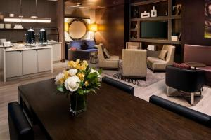 A restaurant or other place to eat at Hilton Brooklyn New York