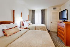 A bed or beds in a room at Staybridge Suites Allentown Airport Lehigh Valley, an IHG Hotel