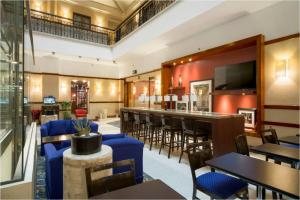 The lounge or bar area at Hampton Inn & Suites Mexico City - Centro Historico