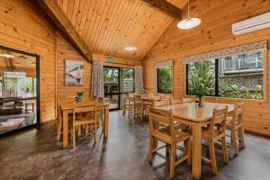A restaurant or other place to eat at Altamont Lodge