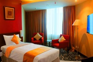 A bed or beds in a room at Balairung Hotel Jakarta