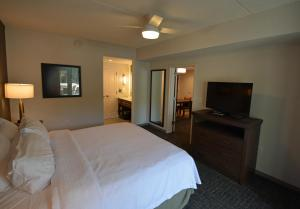 A bed or beds in a room at Homewood Suites By Hilton Saratoga Springs