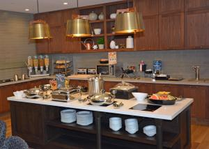 A kitchen or kitchenette at Homewood Suites By Hilton Saratoga Springs