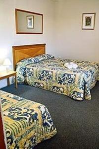 A bed or beds in a room at Echuca Motel