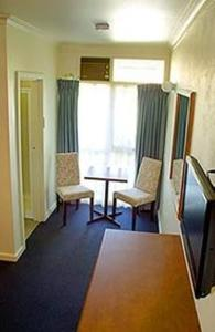 A seating area at Echuca Motel