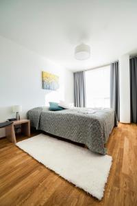 Säng eller sängar i ett rum på Aalto Inn