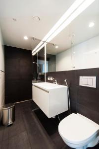 Ett badrum på Aalto Inn