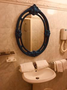 A bathroom at Hôtel Sampiero