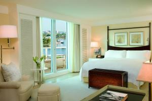 A bed or beds in a room at The Ritz-Carlton, Fort Lauderdale