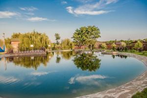 Бассейн в Усадьба Фамилия Парк-отель или поблизости
