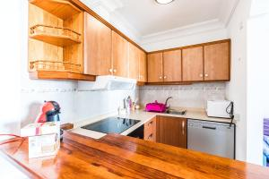 A kitchen or kitchenette at Playamar self catering apt
