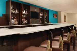 The lounge or bar area at Radisson Hotel Charlotte Airport