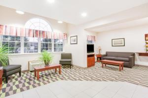 A seating area at Microtel Inn & Suites by Wyndham Olean
