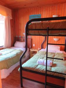 A bunk bed or bunk beds in a room at Cabañas Huimpalay Lemu
