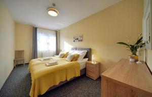 Łóżko lub łóżka w pokoju w obiekcie Apartamenty Sun Seasons 24 - Karpacz Centrum