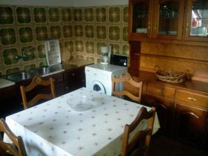 A kitchen or kitchenette at Casa Pereira